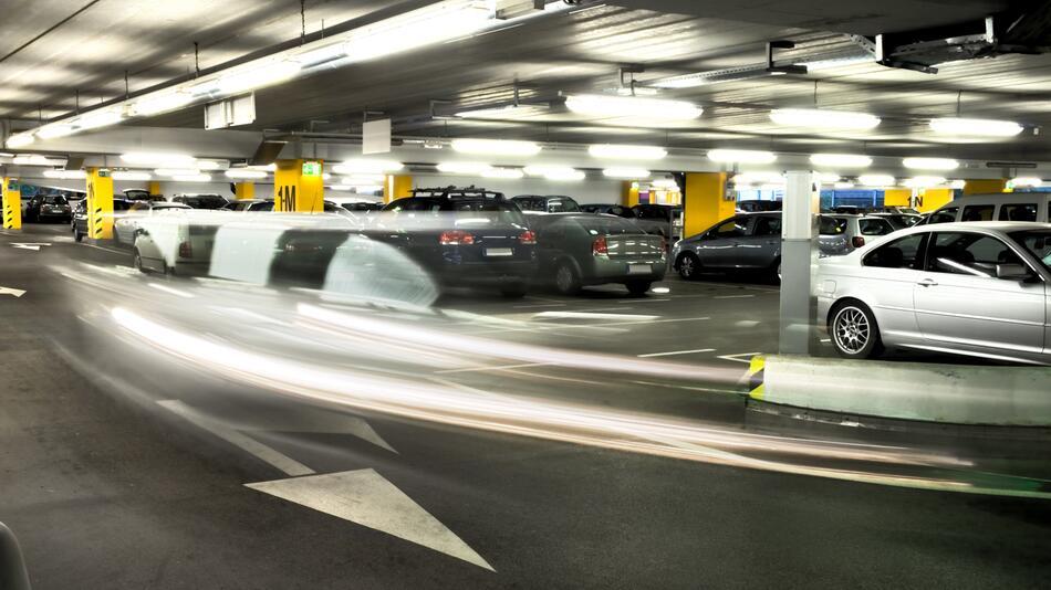 Parkhaus, Verkehrsregeln, rechts vor links