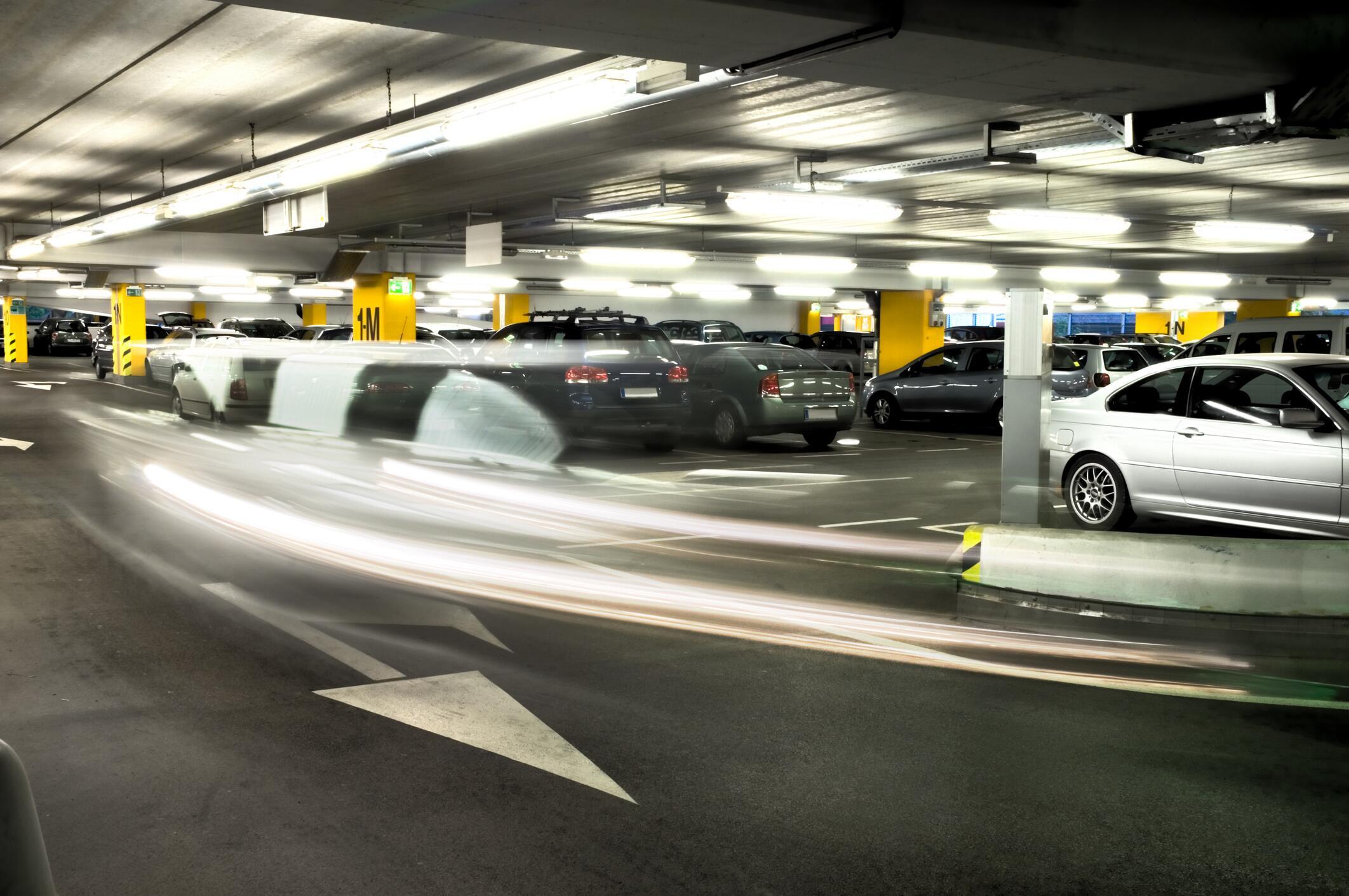 Bild zu Parkhaus, Verkehrsregeln, rechts vor links