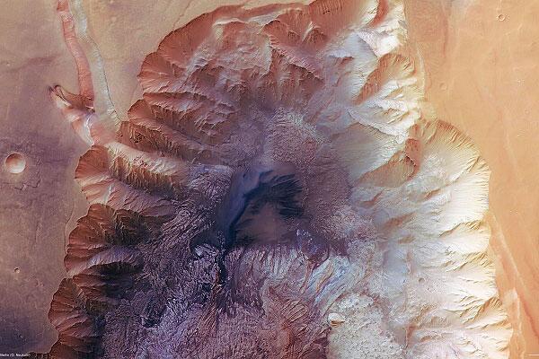 Bild zu Hebes Chasma - der Grand Canyon des Mars.