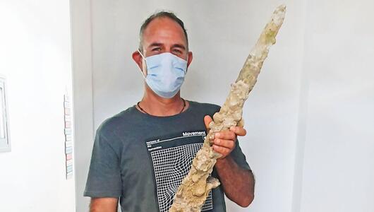 Taucher entdeckt in Israel 900 Jahre altes Kreuzritterschwert