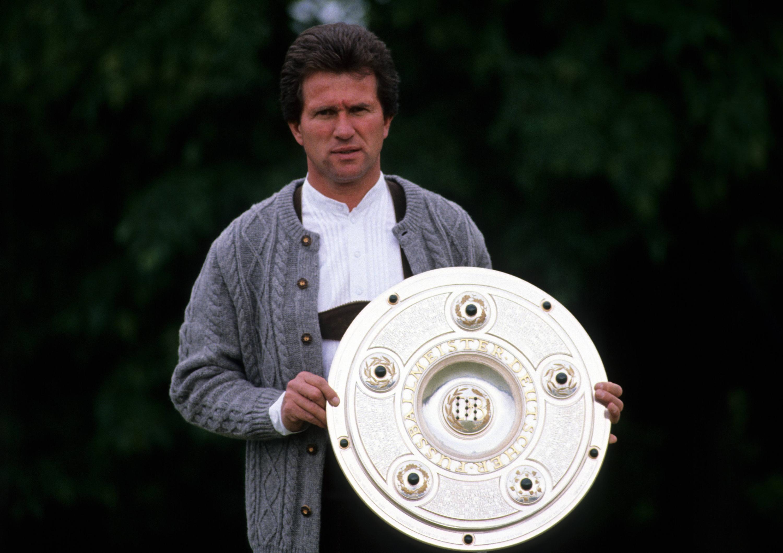 Bild zu Jupp Heynckes, FC Bayern München, Meisterschaft, Meisterschale, Bundesliga