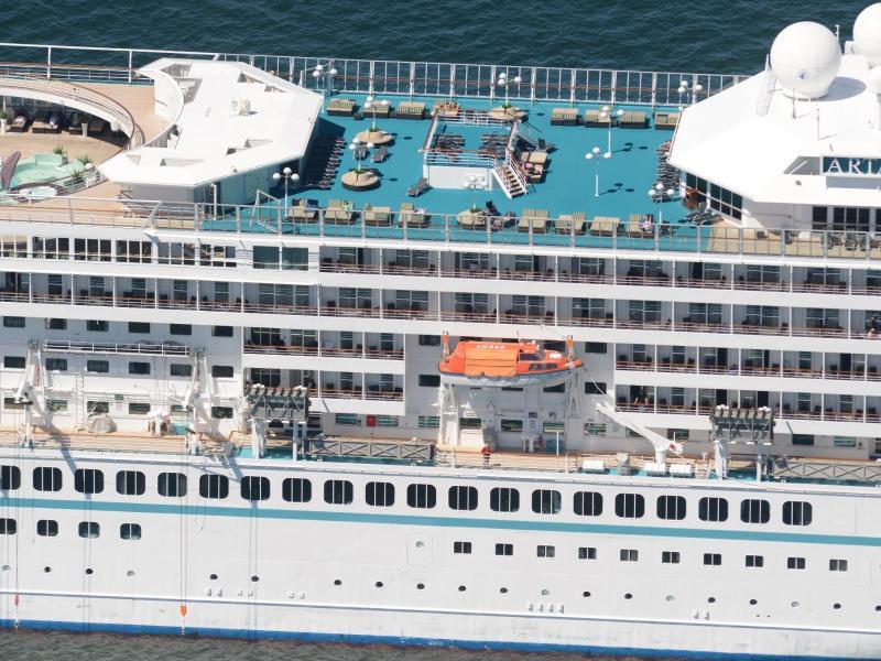 Bild zu Kreuzfahrtschiff auf der See