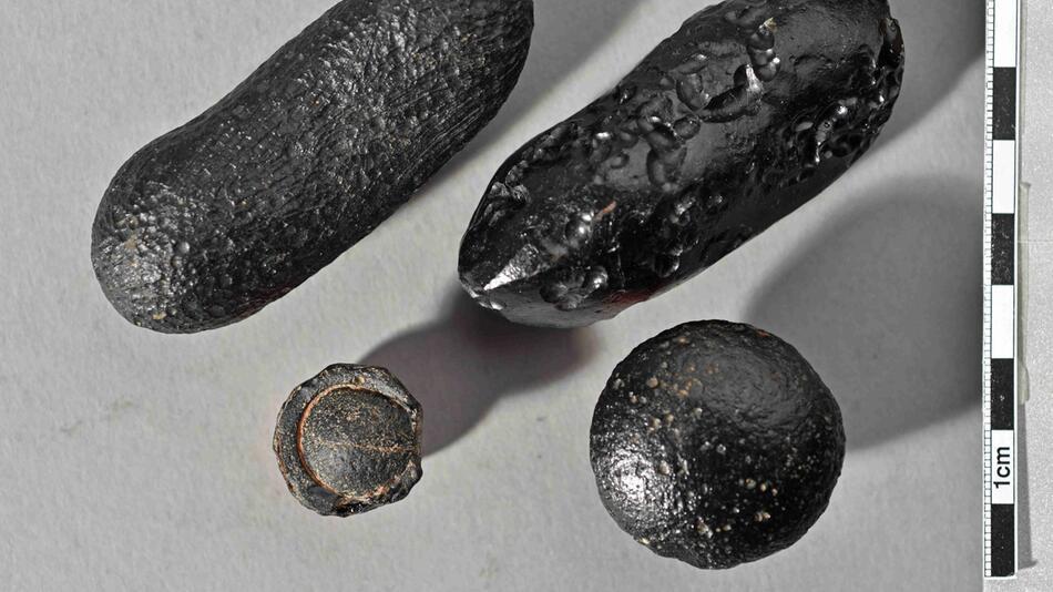 Meteorit schleuderte Glas über Globus