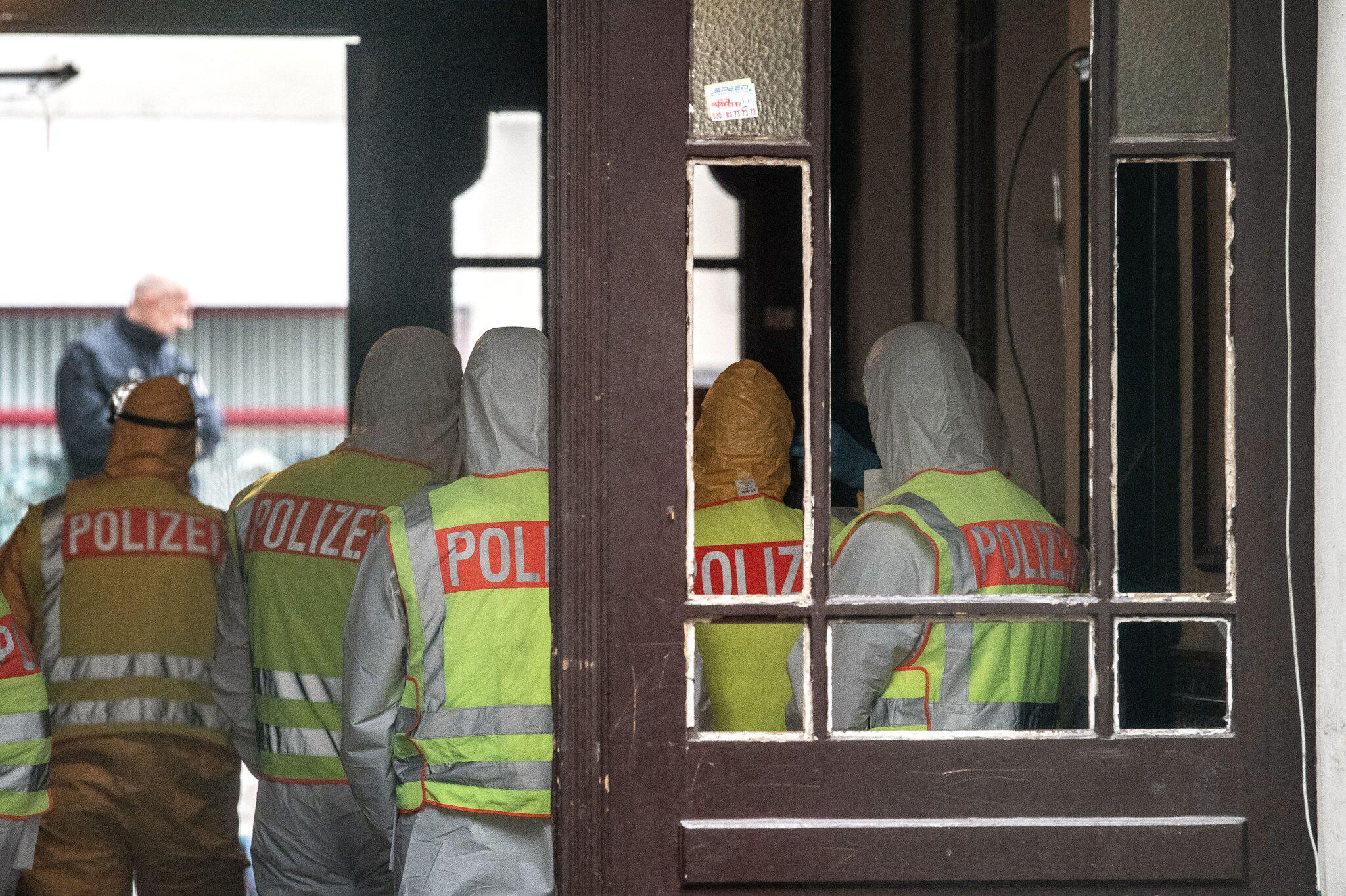 Bild zu Unbewohnbar:Berliner Bezirk lässt verwahrlostes Haus räumen