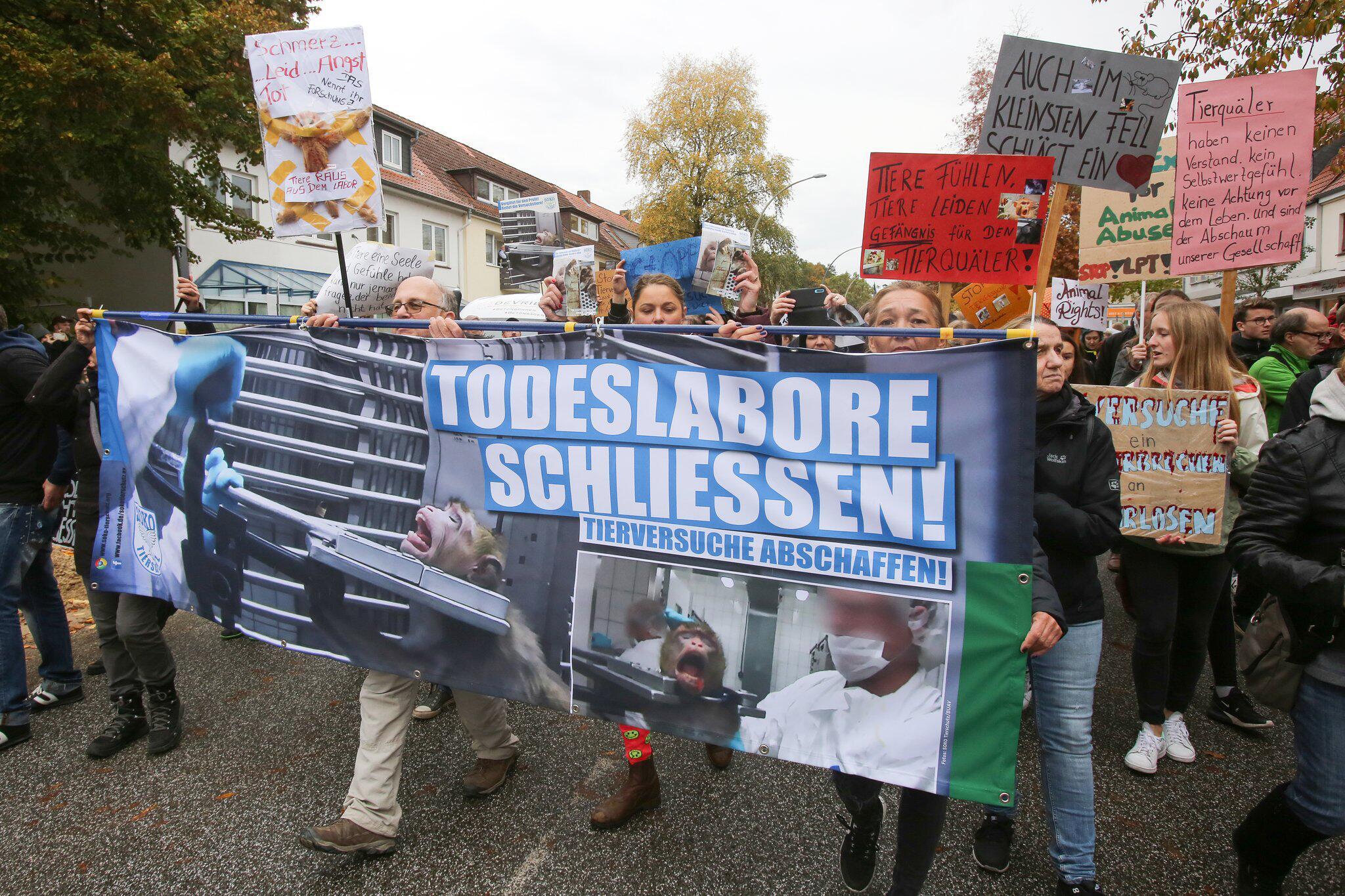 Bild zu Demonstration gegen Tierversuche