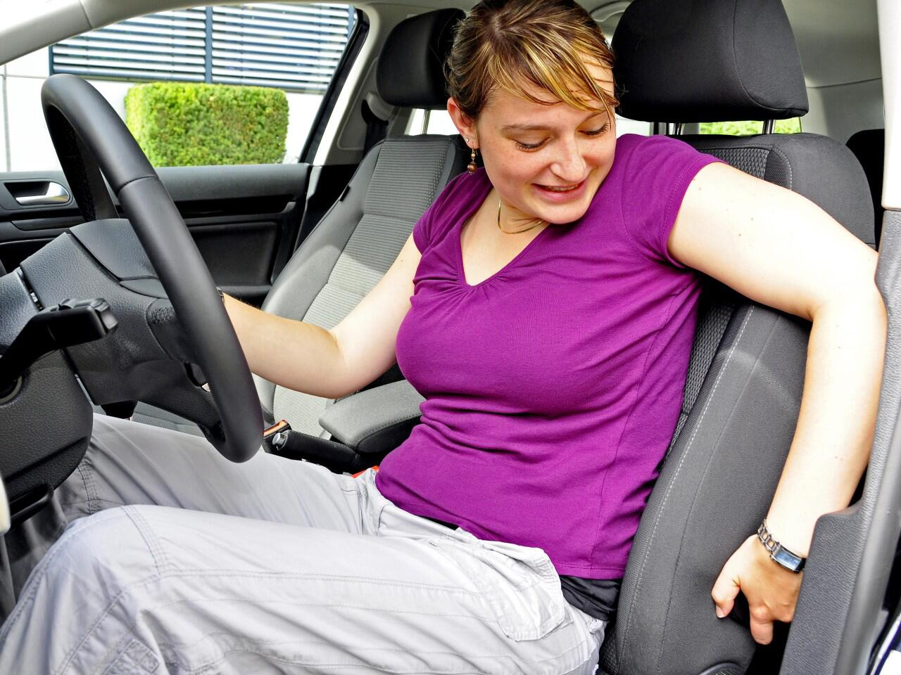 Bild zu Autositz einstellen: Richtige Sitzposition wichtig für Komfort und Sicherheit
