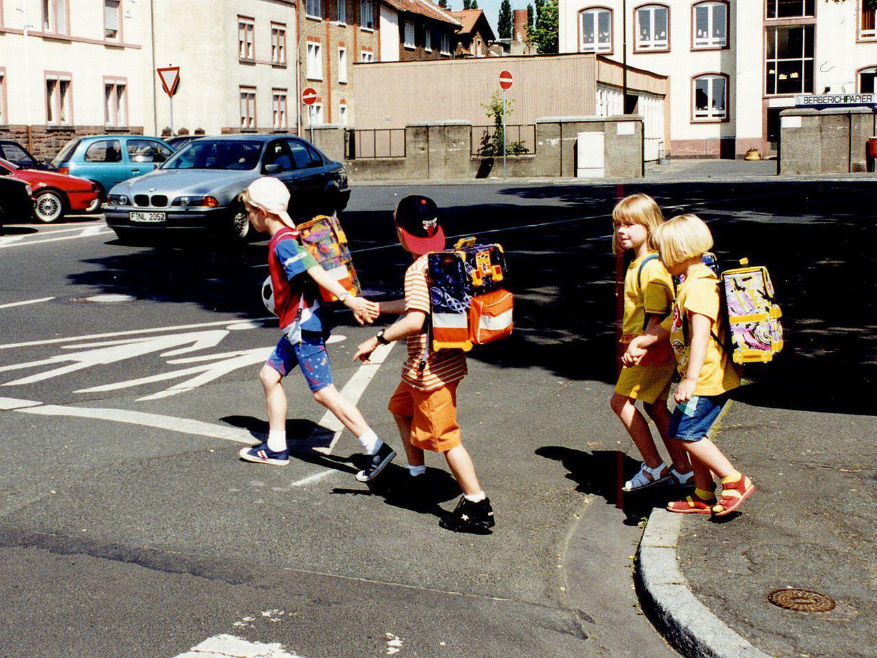 Bild zu Kinder im Straßenverkehr