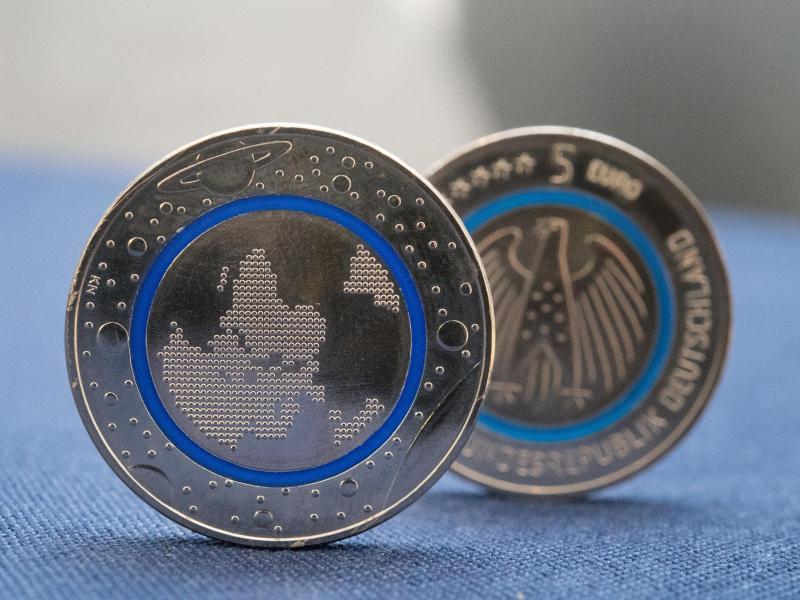 Bild zu Fünf-Euro-Münze