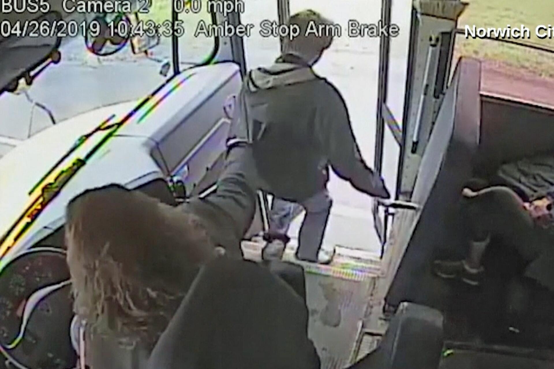 Bild zu Busfahrerin rettet Schüler